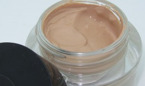 Revlon-Colorstay-Whipped-Creme-Foundation-4